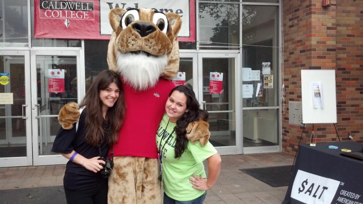 Freshmen with the Calwell Mascot