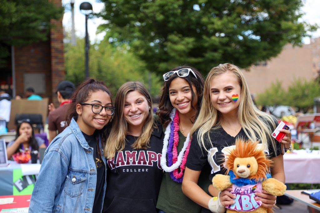 students at CU club fair