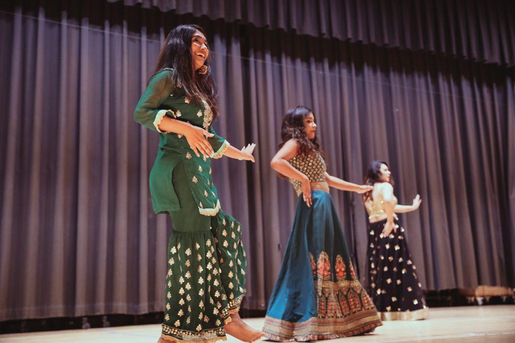Tihar dancing