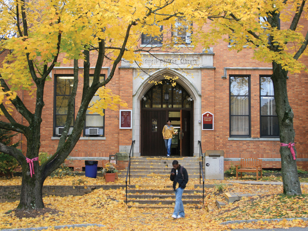 Jennings Library in the fall